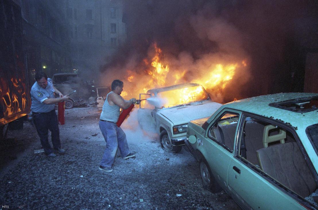 1998. július 2-án Budapest belvárosában négy személy életét vesztette amikor felrobbantottak egy autót az V. kerületi Aranykéz utcában. A robbantást egy Mercedes típusú gépkocsi ellen hajtották végre.