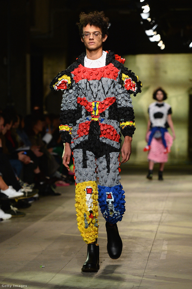 A modellek zöme azonban itt is a két tipikus férfimodell-kategória egyikébe tartozott: volt egy csomó magas, vékony srác.