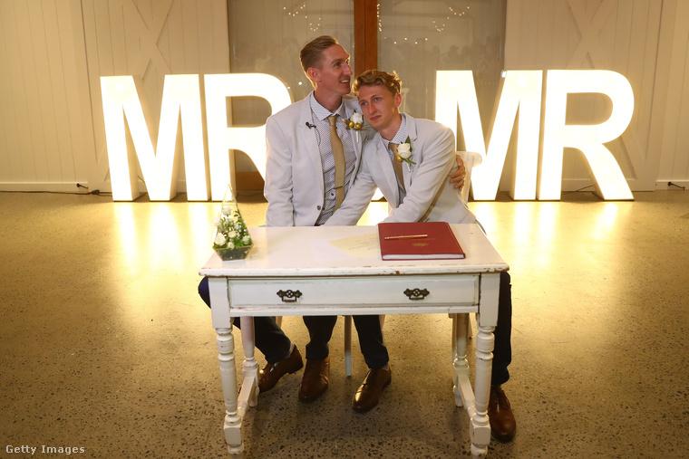 Ausztráliában elfogadták a melegek és leszbikusok házassági egyenjogúságáról szóló törvényt, ami december 9-től tette lehetővé, hogy azonos nemű párok összeházasodjanak