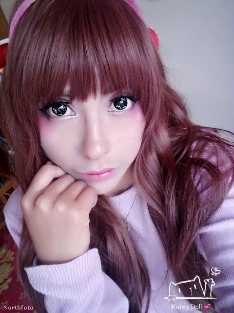 A bolíviai lányra két dolog miatt figyeltünk fel: az egyik, hogy néhány fotóján tényleg annyira meseszerű, mintha egy mangaszereplő lenne...