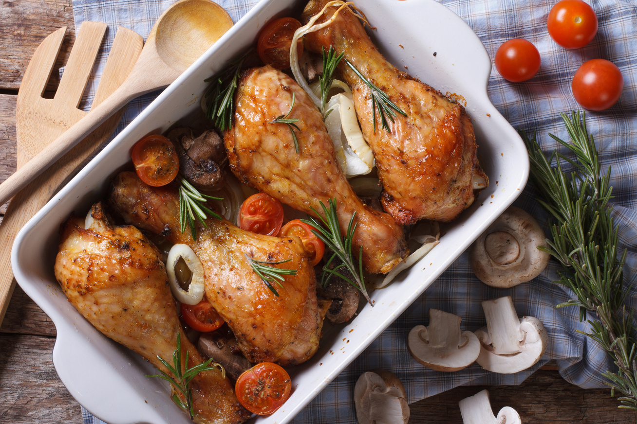 Tepsis, ropogós csirkecomb gombával és paradicsommal - Laktató, omlós és szaftos