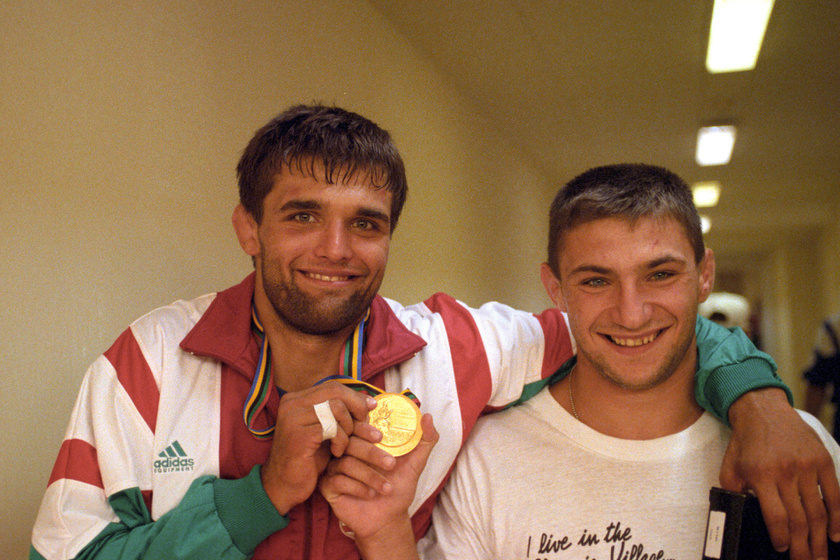Farkas Péter és Repka Attila aranyérmeikkel 1992 júliusában a barcelonai olimpián.