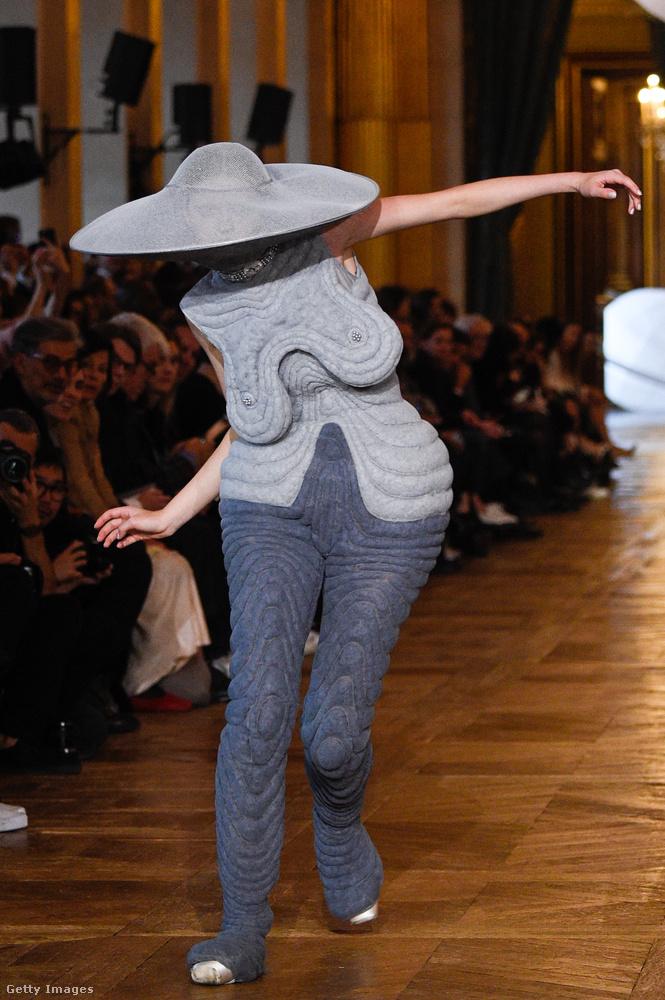 Ha torz alakot kölcsönző ruhára vágynánk, irány a Thom Browne szalon!