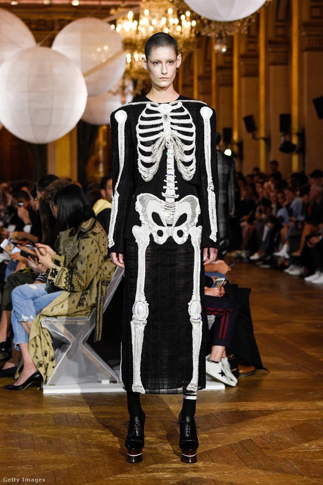 Nemcsak halloweenkor öltözünk csontváznak a Thom Browne szerint.