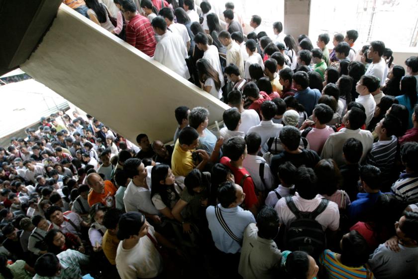 Manila népsűrűsége 107 ezer fő/négyzetmérföld, a főváros ezzel megszerezte a világ legzsúfoltabb városa címet.