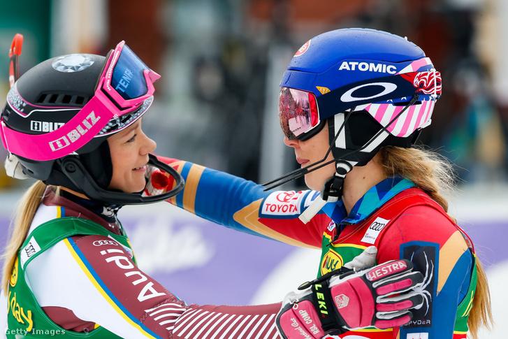 Frida Hansdotter és Mikaela Shiffrin a Kranjska Gorában megrendezett verseny után