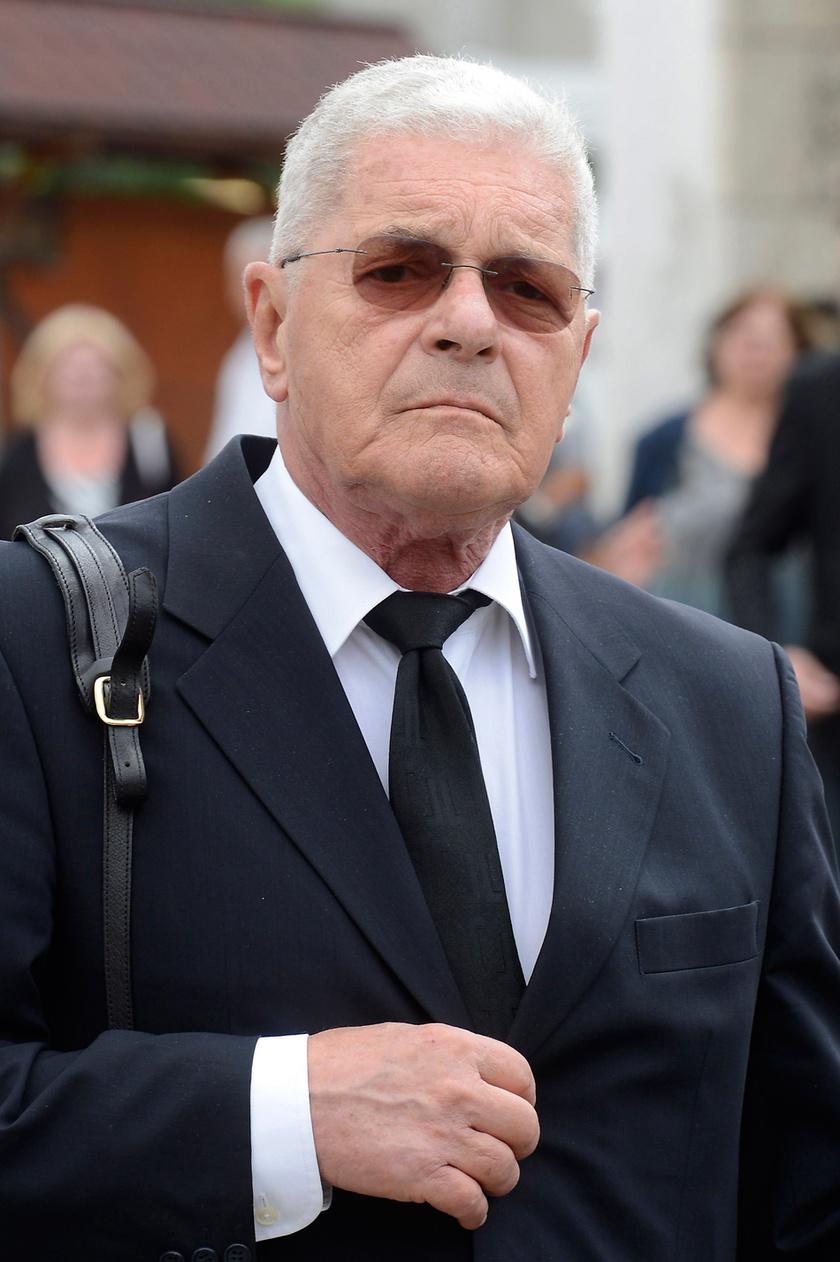 Mécs Károly, Kossuth- és Jászai Mari-díjas színművész, a Nemzet Művésze 2017 júliusában Schubert Éva temetésén.