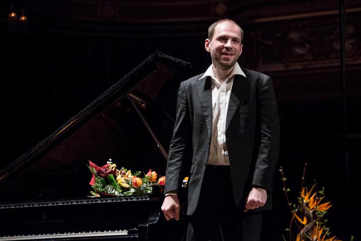 Andrei Korobejnyikov zongoraestje a Zeneakadémián