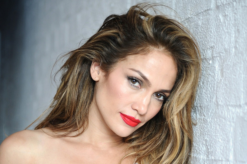 Jennifer Lopez melltartóban pózol - 48 évesen olyan az alakja, mint egy húszévesé