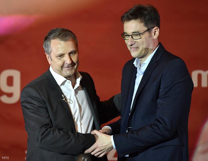 Molnár Gyula, a Magyar Szocialista Párt (MSZP) elnöke (b) és Karácsony Gergely, a Párbeszéd Magyarországért társelnöke az MSZP programbemutató nagygyűlésén 2017. december 9-én.
