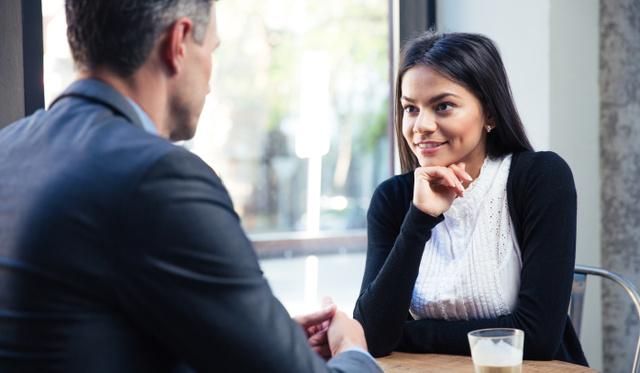 18 jel, hogy titokban beléd zúgott a főnököd