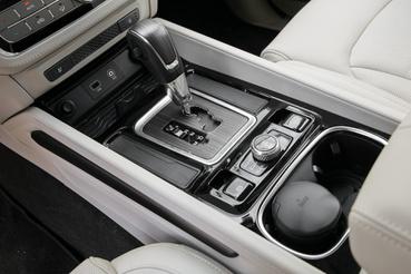 A Mercedestől veszik a váltót