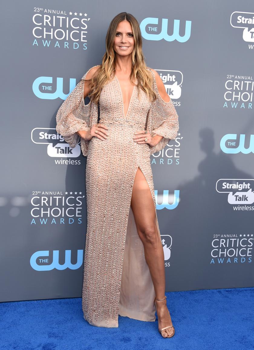 Heidi Klum ennél szexibb nem is lehetett volna - remekül állt neki ez a púderszínű ruha.