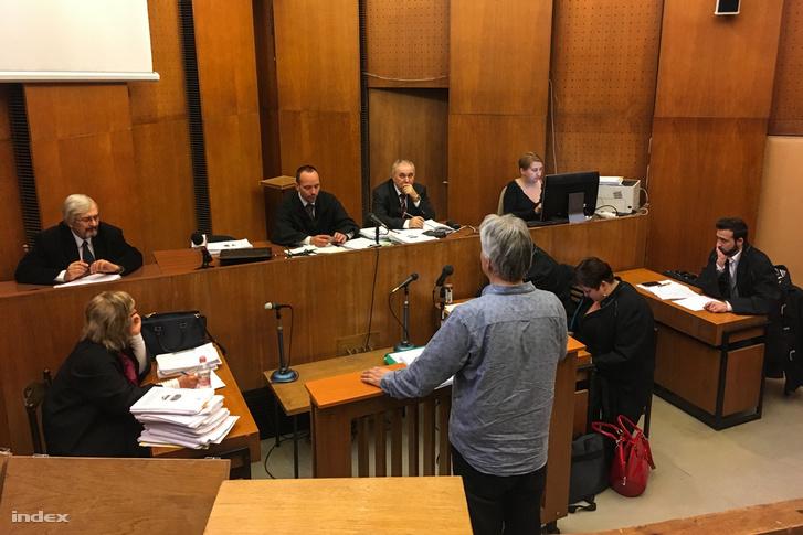 L. Csabát hallgatja ki a bíróság
