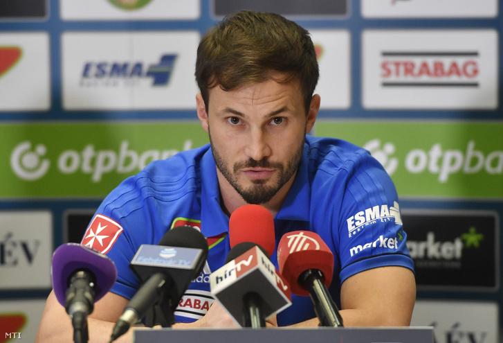 Huszti Szabolcs a Videoton FC új labdarúgója beszél a csapat sajtótájékoztatóján Székesfehérváron a Hotel Novotelben 2018. január 12-én.