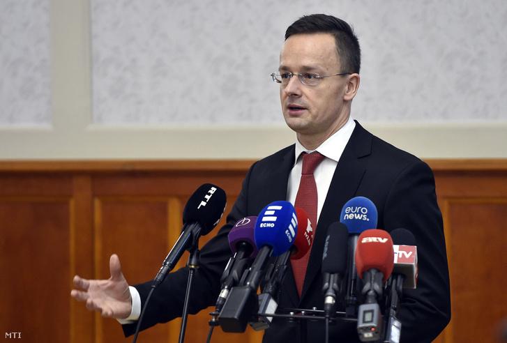 Szijjártó Péter külgazdasági és külügyminiszter sajtótájékoztatón reagál a magyar autonómiatörekvésekkel kapcsolatos román kormányfői nyilatkozatra a Külgazdasági és Külügyminisztériumban 2018. január 12-én.