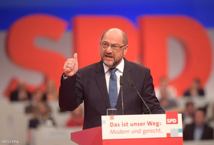 Martin Schulz a Német Szociáldemokrata Párt (SPD) elnöke a párt háromnapos berlini tisztújító kongresszusának nyitóülésén 2017. december 7-én.