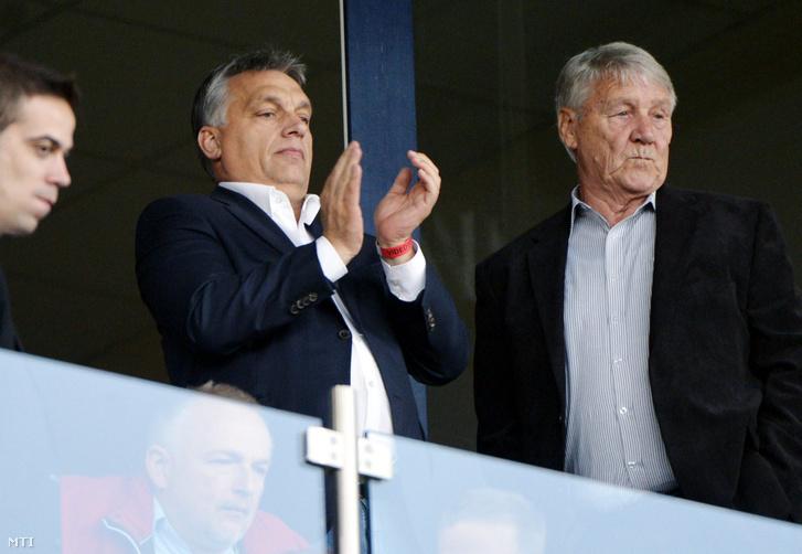 Orbán Viktor miniszterelnök és Kovács Ferenc a Videoton tiszteletbeli elnöke a labdarúgó OTP Bank Liga 11. fordulójában játszott Videoton FC - DVSC-TEVA találkozón a székesfehérvári Sóstói Stadionban 2014. október 19-én.