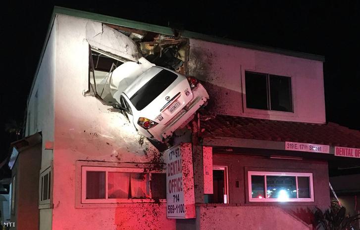 autóafalban
