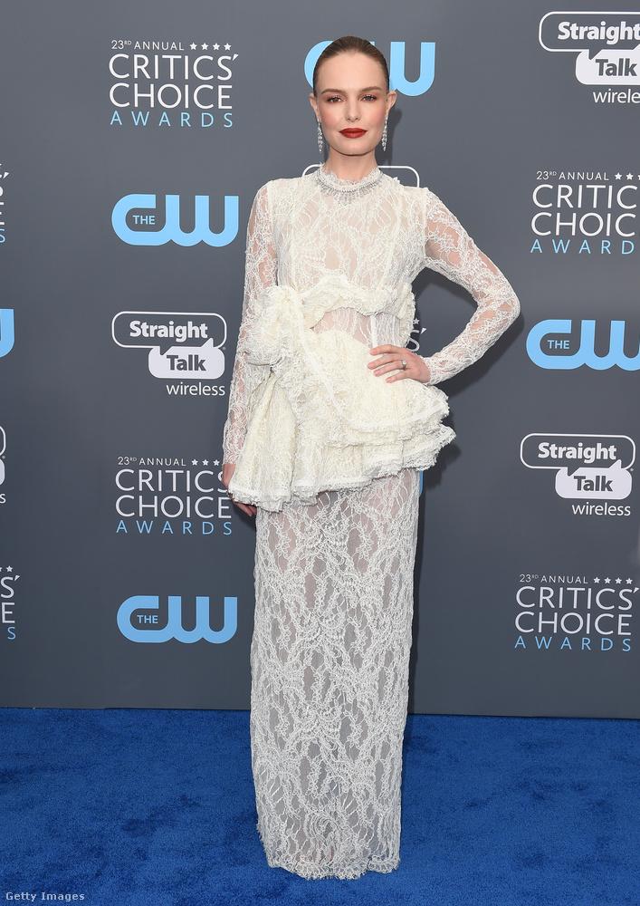 Kate Bosworthnak kifejezetten jól állt a Brock Collection fehér csipkeruhája