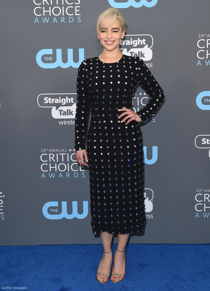 A Trónok harca című fantasy-sorozatból ismert Emilia Clarke visszafogott Dolce & Gabbana egyrészesben érkezett az idei Critics Choice Awardsra.