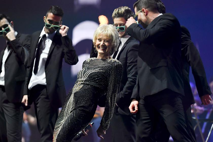 A 76 éves Késmárky Marika szenzációsan nézett ki az 50 éves a Táncdalfesztivál elnevezésű, nagyszabású koncerten.