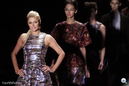 Paris Hilton a Titon nevű cég modelljeként