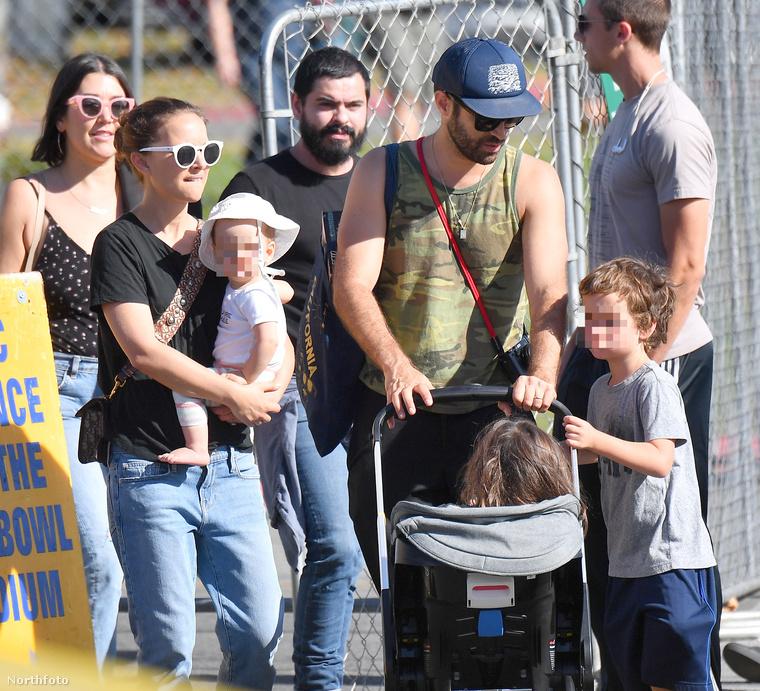 Hogy felelevenítsük az emlékeit Portman családját illetően, elmondjuk, hogy a felnőtt Millepied mellett a kisfiú Millepied-t láthatja, akinek a keresztneve Aleph (ami a héber ábécé első betűje is egyben), és jelenleg hat éves