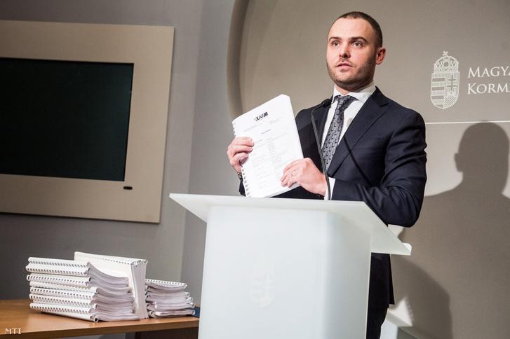 Csepreghy Nándor a Miniszterelnökség parlamenti államtitkára sajtótájékoztatót tart az Európai Csalás Elleni Hivatal (OLAF) 4-es metró beruházásáról szóló jelentéséről Budapesten az Igazságügyi Minisztériumban 2017. február 3-án.