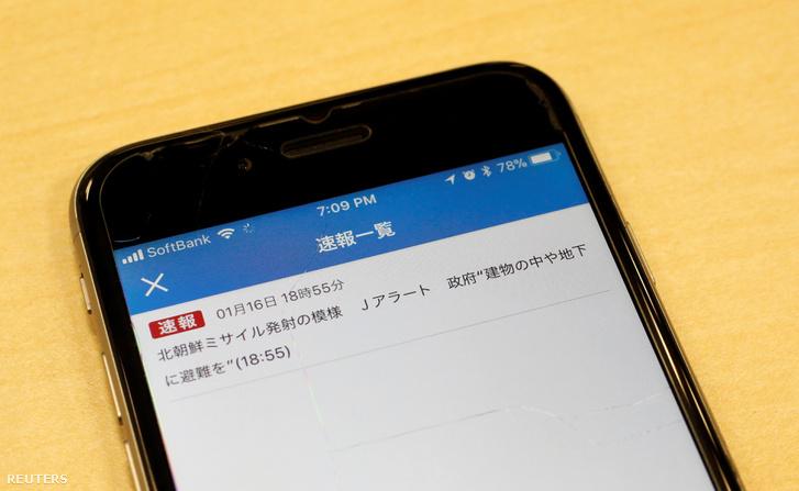 Az NHK téves figyelmeztetése egy telefon kijelzőjén