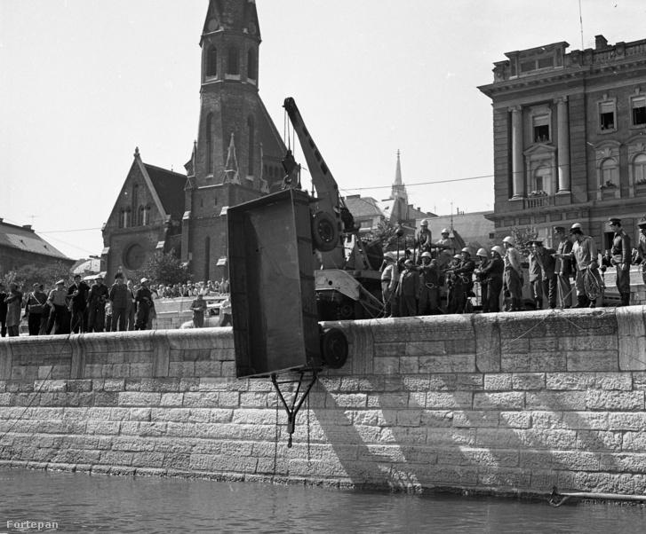 Dunába zuhant pótkocsi kiemelése 1968-ban