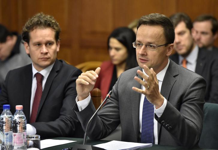Altusz Kristóf, a Külgazdasági és Külügyminisztérium európai és amerikai kapcsolatokért felelős helyettes államtitkára és Szijjártó Péter