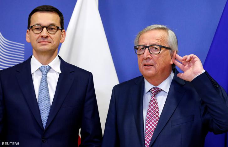 Mateusz Morawiecki lengyel miniszterelnök és Jean-Claude Juncker Brüsszelben 2018. január 9-én