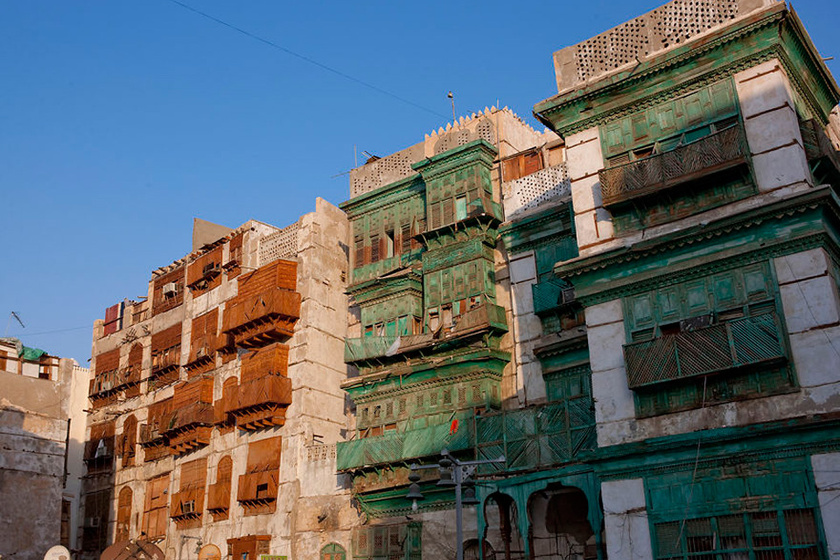 Dzsidda óvárosában az épületek erkélyét farácsokkal burkolták, hogy a nők anélkül nézhessenek ki az utcára, hogy a járókelők meglátnák őket. Ezeket a házakat az UNESCO kulturális műemlékeknek nyilvánította.