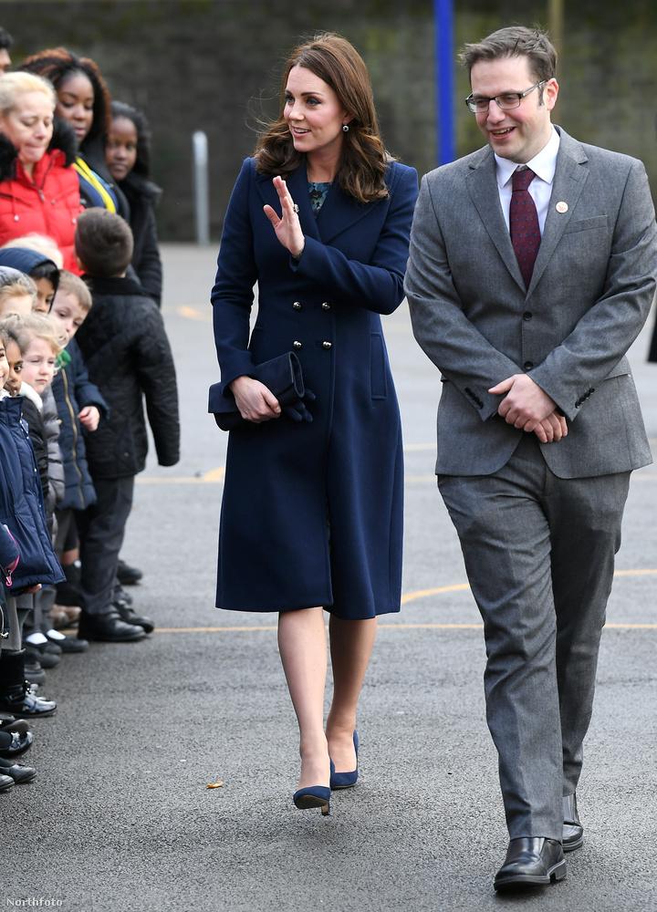 Persze hozzá kell tenni, hogy Katalin hercegné soha nem tartozott azok közé, akiken már hamar megmutatkoznának a terhesség jelei.