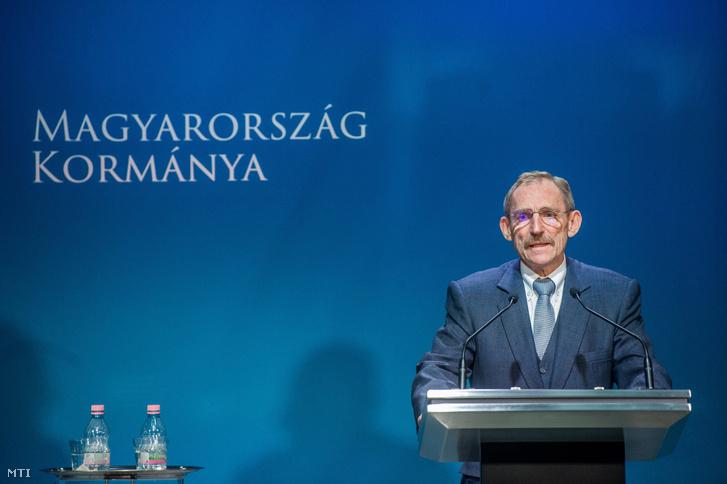 Pintér Sándor belügyminiszter az illegális migrációval kapcsolatos kormányzati döntésekről tartott sajtótájékoztatón.