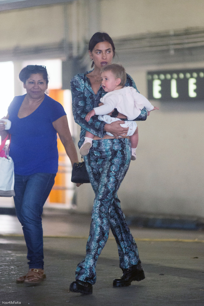 Hasonló történt legutóbb, január 16-án is, amikor a Los Angeles-i repülőtéren fotózták le a dada társaságában, babával a karján
