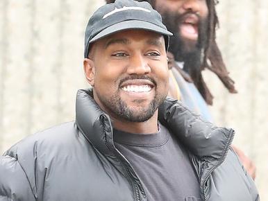 Mi történik Kanye West arcával?