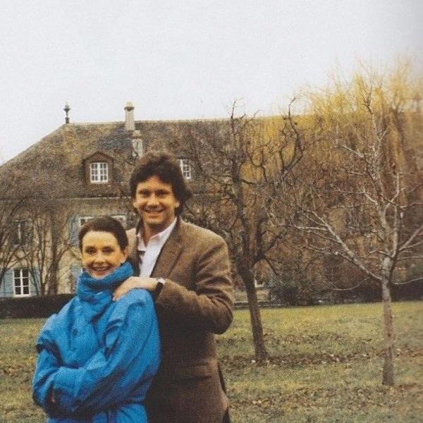 Ez az utolsó fotó, ami készült róla: fia, Sean mellett pózol a svájci otthonuk kertjében.
