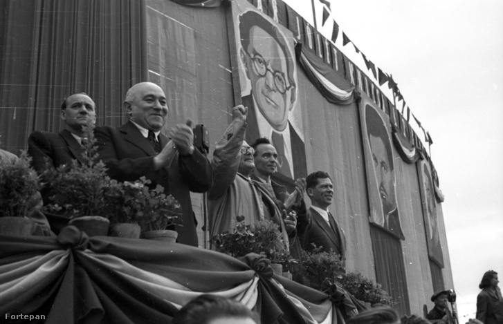 Rákosi egy május 1-i felvonuláson az ötvenes években