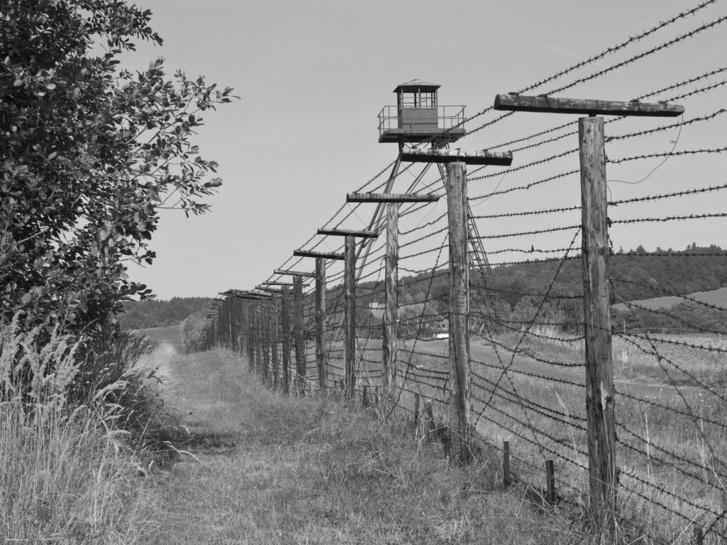 Vasfüggöny a déli határon