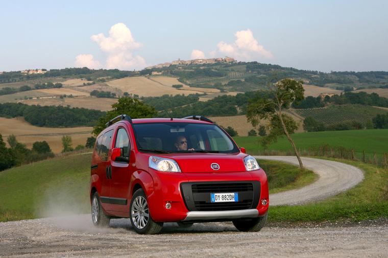 Fiat Qubo - A Qubo, vagyis a Fiorino furgon személyautó-kivitele nem tudta igazán átütni az érdeklődés ingerküszöbét, pedig tíz éve lett volna rá
