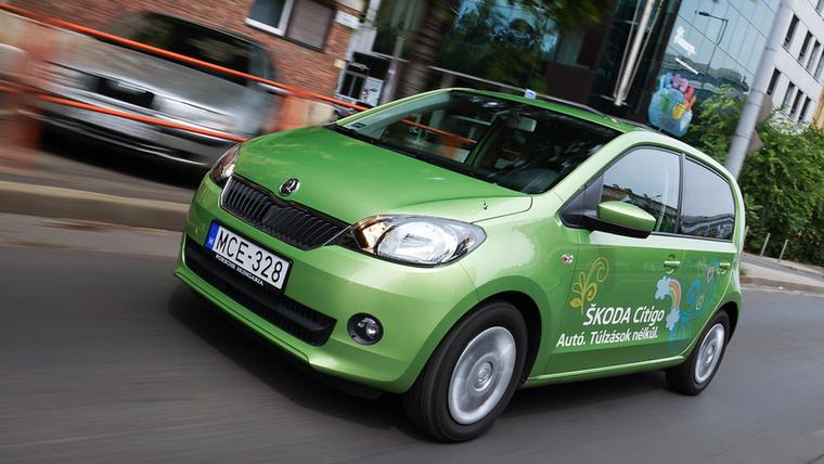 """Škoda Citigo – Tavaly átlag kéthavonta vett valaki Citigót, amely a Škoda miniautója, de nálunk a miniautó nem menő, meg minek is, ha alig drágább nála egy Fabia, és az """"autóból van"""", alig hosszabb és ötszemélyes"""