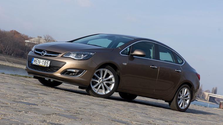 Opel Astra J Sedan – Magyarország legnagyobb példányszámban eladott elfeledett autója kétség kívül az előző Astra-generáció Sedan változata