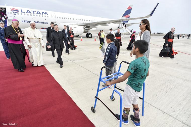 És aztán így fogadták a pápát Iquique városában.