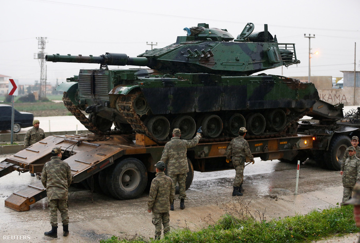 Török tank érkezik a szír-török határra január 17-én