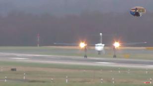 A pilóta bravúrja: oldalazva is le tudott szállni 110 km/h-s szélben