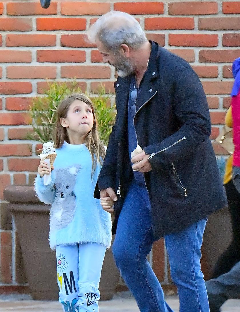 Nagyon cuki fotó készült a közös apa-lánya napon a kis Luciáról, akinek tiszta fagylalt lett az arca az olvadó édességtől.