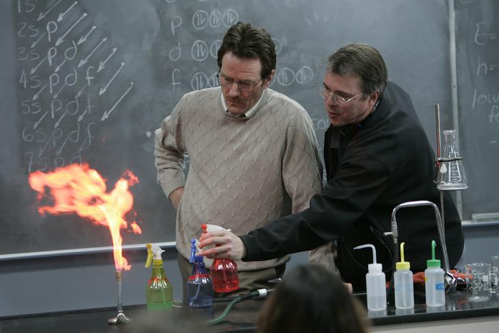 Bryan Cranston és a sorozat alkotója, Vince Gilligan a sorozat forgatásán