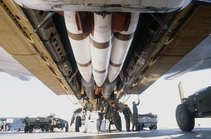 Mark 28 hidrogénbombák (hátul) egy B-52-es bombaterében, egy 1984-es hadgyakorlaton.